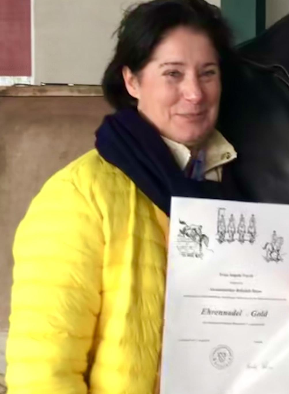 Ehrennadel in Gold für Vorsitzende des ARCBonn